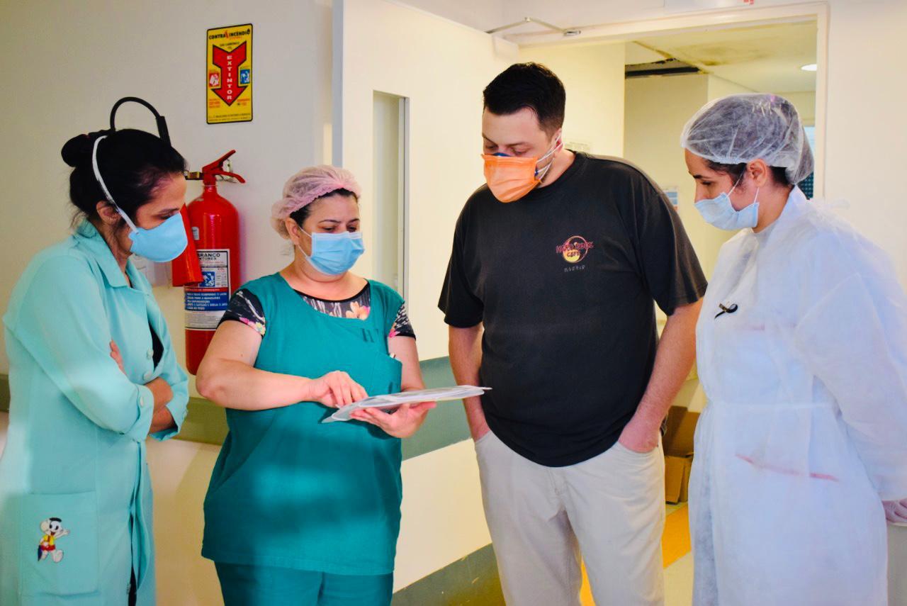Médicos dobram plantões e renunciam aos dias de folga para atender casos de coronavírus