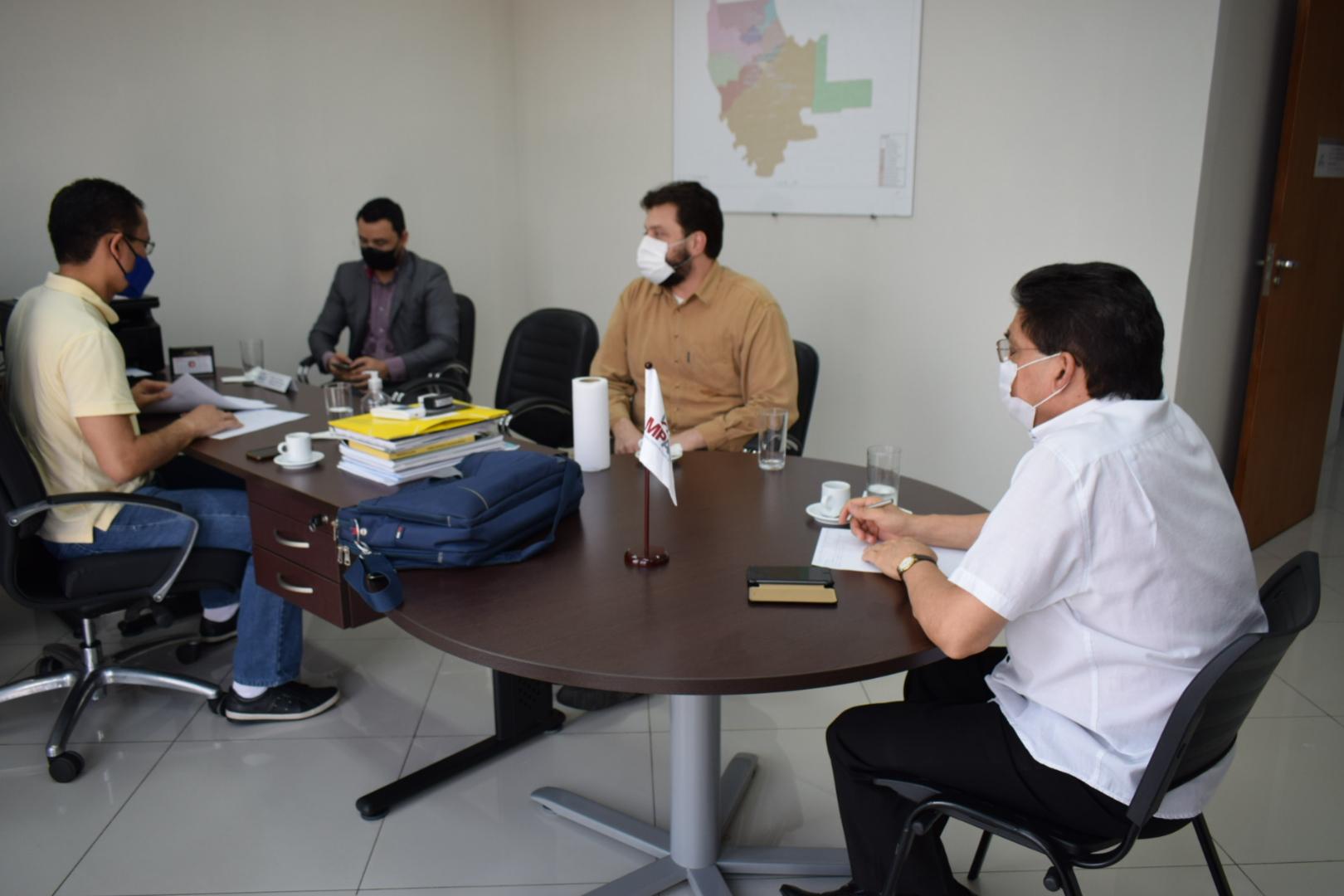 Sindmed-AC se reúne com MPE para apresentar as falhas detectadas nos hospitais