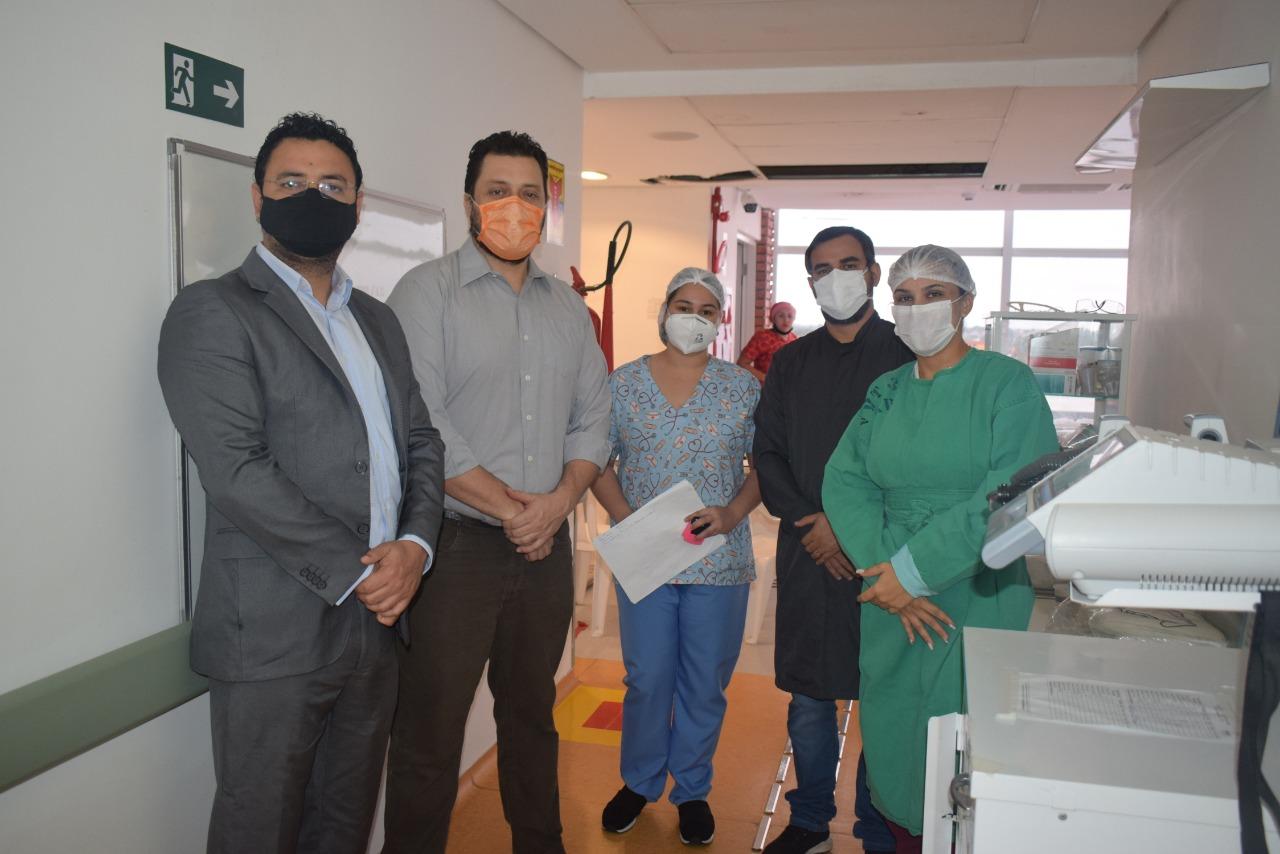Pacientes com Covid-19 estão misturados com outras pessoas doentes no Huerb