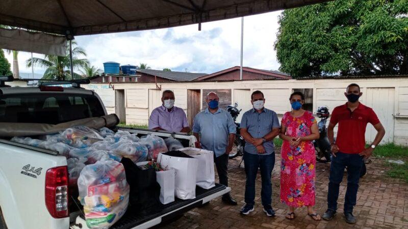 Sindmed-AC entrega cestas básicas e roupas para Sena Madureira